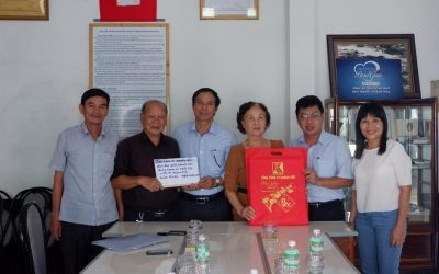Khanh Viet Corporation supported Alexandre Yersin charity clinic with the amount of VND120 million for buying medicines.