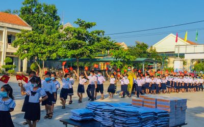 Khatoco presents 764 gifts to the pupils on the occasion of opening the 2020-2021 new school year