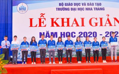 "Khanh Viet Corporation awards 22 scholarships ""Making your dreams come true"" to students achieving good academic results against difficult familial conditions"