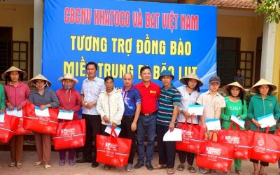 Khanh Viet Corporation (Khatoco) donates VND 400 million and 35,000 notebooks to support the people in the central provinces